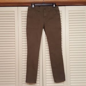J CREW OLIVE GREEN SKINNY JEANS SIZE 4 NUC
